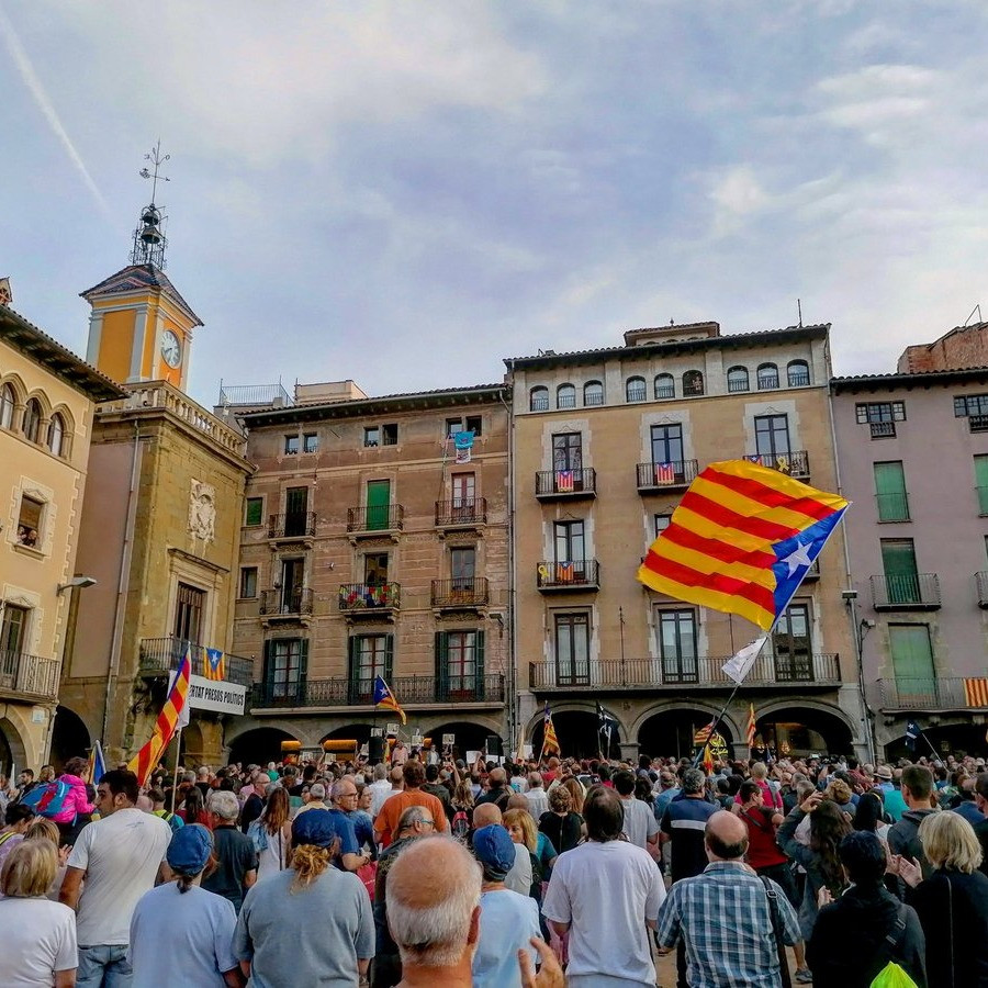 la-placa-major-de-vic-demana-la-llibertat-del-vei-de-sant-pere-detingut-per-la-guardia-civil